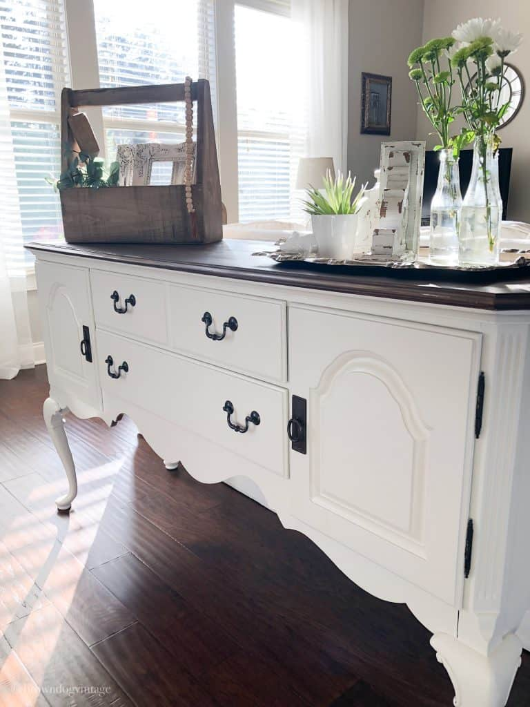Farmhouse Style Decor Ideas - Vintage Furniture